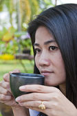 Beautiful Asian woman enjoy coffee. — 图库照片
