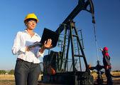 工人的油田,团队合作 — 图库照片