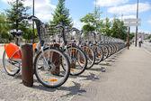 市内の賃貸料のための自転車 — ストック写真