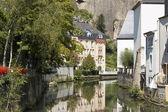 Casas ao lado do canal — Foto Stock