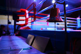 Empty boxing ring and bell — 图库照片