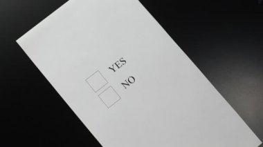 "Hand choosing ""YES"" in a questionnaire form — ストックビデオ"