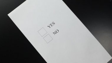 "Hand choosing ""NO"" in a questionnaire form — Vídeo Stock"