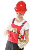 Travailleur de la construction en uniforme avec des outils — Photo
