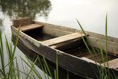 деревянные лодки на реке — Стоковое фото