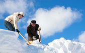 Manual snow removal — Stock Photo