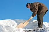 Manuelle schneeräumung — Stockfoto