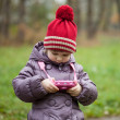 Little girl takes pictures — Stock Photo