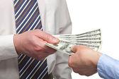 Humanos dinheiro trocando de mãos — Foto Stock