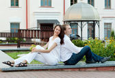 Beautiful young couple in love — Stockfoto