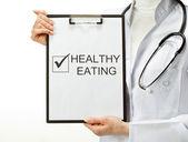 Doktor sağlıklı beslenme reçete — Stok fotoğraf