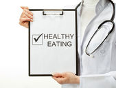 Doctor prescribing healthy eating — Stock Photo