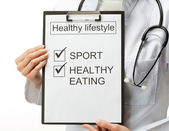 Doctor prescribing healthy lifestyle — Stock Photo
