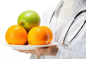 Doctor prescribing healthy eating — Stockfoto