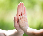 High five gesture of gather and child — ストック写真