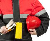 Trabalhador da construção civil em exploração uniforme repairing, rolo de pintura e — Fotografia Stock