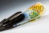 Billetes en euros en la cartera de cuero — Foto de Stock