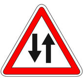 Two way traffic sign — Stock Vector