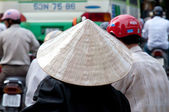 Woman wearing a traditional Vietnamese conical hat, Ho Chi Minh City — Stock Photo