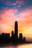 IFC skyscraper in silhouette against a colourful evening sky, Hong Kong — Stock Photo