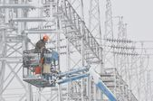Worker working on electric line — Stock Photo