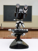 Old school microscope — 图库照片