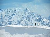Solitario esquiador — Foto de Stock