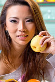 Close up woman holding fruit — Stock Photo