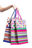 Asiatiska kvinnor hålla en hel del shopping väska — Stockfoto