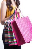 Bir sürü alışveriş çantası tutan asyalı kadınlar — Stok fotoğraf