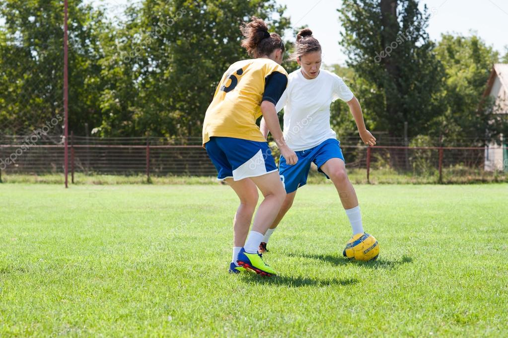 photo of girls playing soccer № 17737