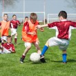 enfants jouant au soccer — Photo