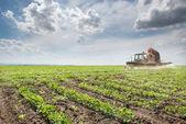 Tractor fumigación de soja — Foto de Stock