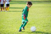Pequeño jugador de fútbol — Foto de Stock