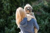 девочка и ее собака — Стоковое фото