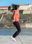 Mulher com pular corda — Fotografia Stock