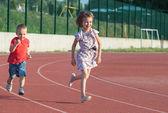 Kinder laufen — Stockfoto