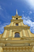 Beautiful cathedral towering high to heaven in Peter and Paul Fortress, Russia — Stock Photo