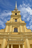 Beautiful cathedral towering high to heaven in Peter and Paul Fortress, Russia — Стоковое фото