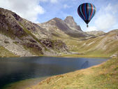 Hot-air Balloon over Alpine Lake — Stock Photo