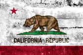 Bandera del estado de California pintado en la pared de grunge — Foto de Stock