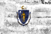 Massachusetts State Flag painted on grunge wall — 图库照片