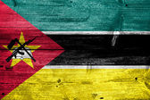 Mozambique Flag painted on old wood plank texture — Foto de Stock