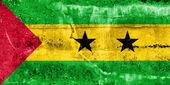 Sao tome und principe-flag auf grunge wand gemalt — Stockfoto