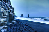 Reynisdrangar rock formations on Reynisfjara Beach — Stock Photo
