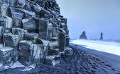 Reynisdrangar rock formations on Reynisfjara Beach — Stock Photo
