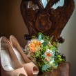 Wedding still life with shoes, rings and flowers — Stock Photo