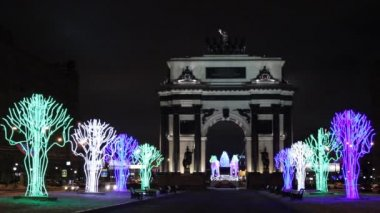 Triumphal arch in Moscow in the festive Christmas illuminations — Stock Video