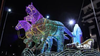 Festive illumination as Father Frost (Russian Santa Claus) in a sleigh pulled by three horses in Moscow — Stock Video