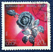 Postage stamp with the image of brooch in the form of blooming roses of diamonds — Stock Photo